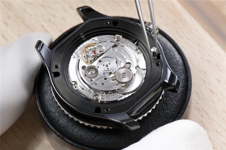 朗格手表维修售后表镜损坏